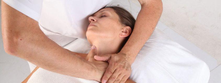 Разминающий массаж лица